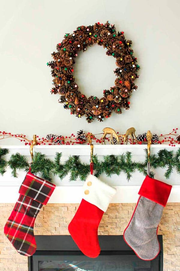 Cheap and easy Christmas decor ideas and Crafts. #christmasdecorating #ChristmasDecor Find here Xmas decorations DIY for outdoor, living room and other spaces in your home or apartment. Here are the Christmas decor ideas 2017 on Pinterest! #Xmas #Christmas