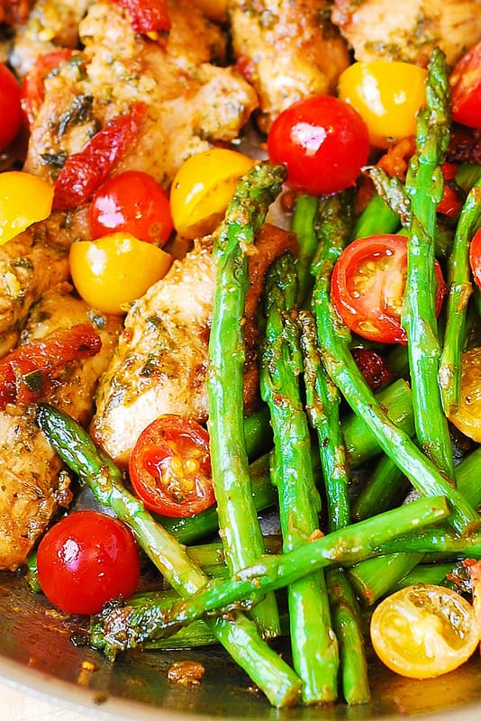 7 Best Paleo Recipes – Cook a Paleo Dinner every weeknight in under 30 minutes! Paleo for beginners should be easy and fun to cook, so I made a list of my favorite Paleo diet meals. Easy Paleo recipes for weight loss.