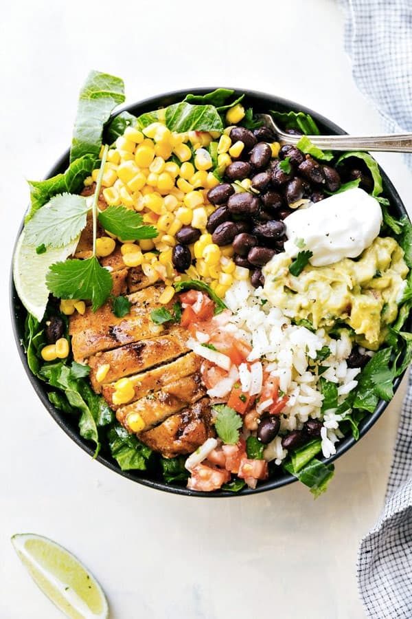 Chicken Burrito Bowls (Meal Prep) - 8 easy healthy dinner recipes for weight loss – make clean eating a habit! I gathered recipes, which can be cooked in under 30 min – healthy dinner chicken recipes, salads, crock pot recipes. You can adopt these easy healthy dinner recipes for two or for family. #recipe #weightlossrecipes #dinner