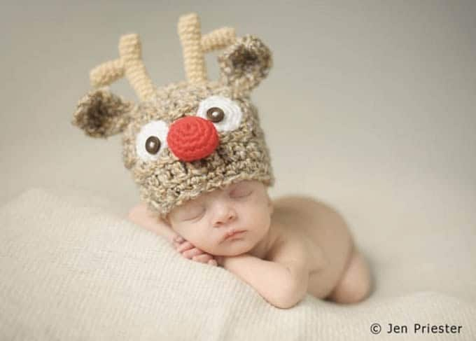 Christmas Pictures for Babies - Best Ideas for DIY Baby's First Christmas Photos. Looking for ideas of Christmas pictures for babies? Create your most adorable memories while your baby's first Christmas photoshoot ever! #christmas #babies #photography #photoshoot #photographytips #xmas