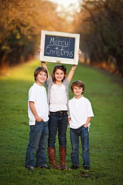Family Christmas Pictures Ideas - Funny Family Christmas Photo Ideas. I found the best Christmas photos on various blogs and on Pinterest - save my collection of funny family Christmas pictures with kids, babies & Santa! #christmas #xmas #winter #photography #pictures #photoshoot #photo #ideas
