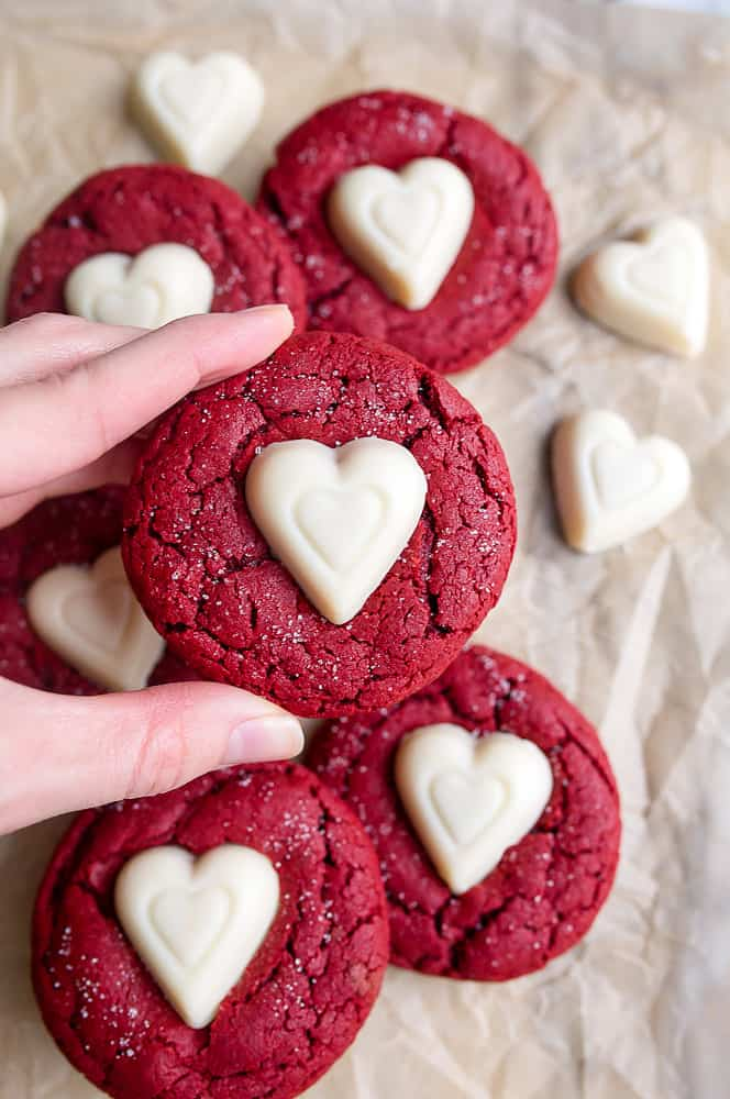 Easy Valentines Day Dessert Recipes - Romantic Desserts For Two or For Kids. Are you looking for cute and easy dessert recipes for Valentine's Day? I've got a collection of romantic desserts for two or for a kids party. Save to your Valentine's Day board on Pinterest all the recipes you'd like to try! #valentines #dessertfoodrecipes #desserts #valentinesday #recipes #food #partyideas #dessertrecipes